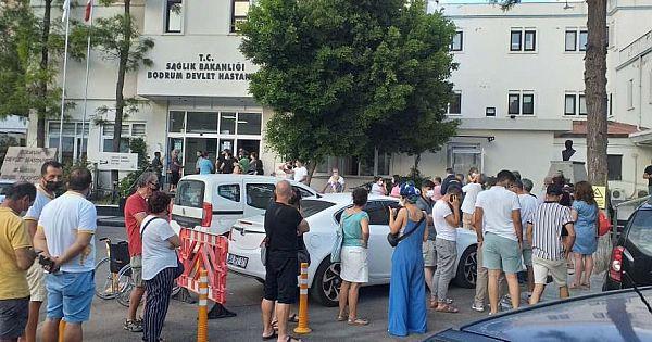 Türkiye'de 'Aşı' Kuyruğu Manzaraları