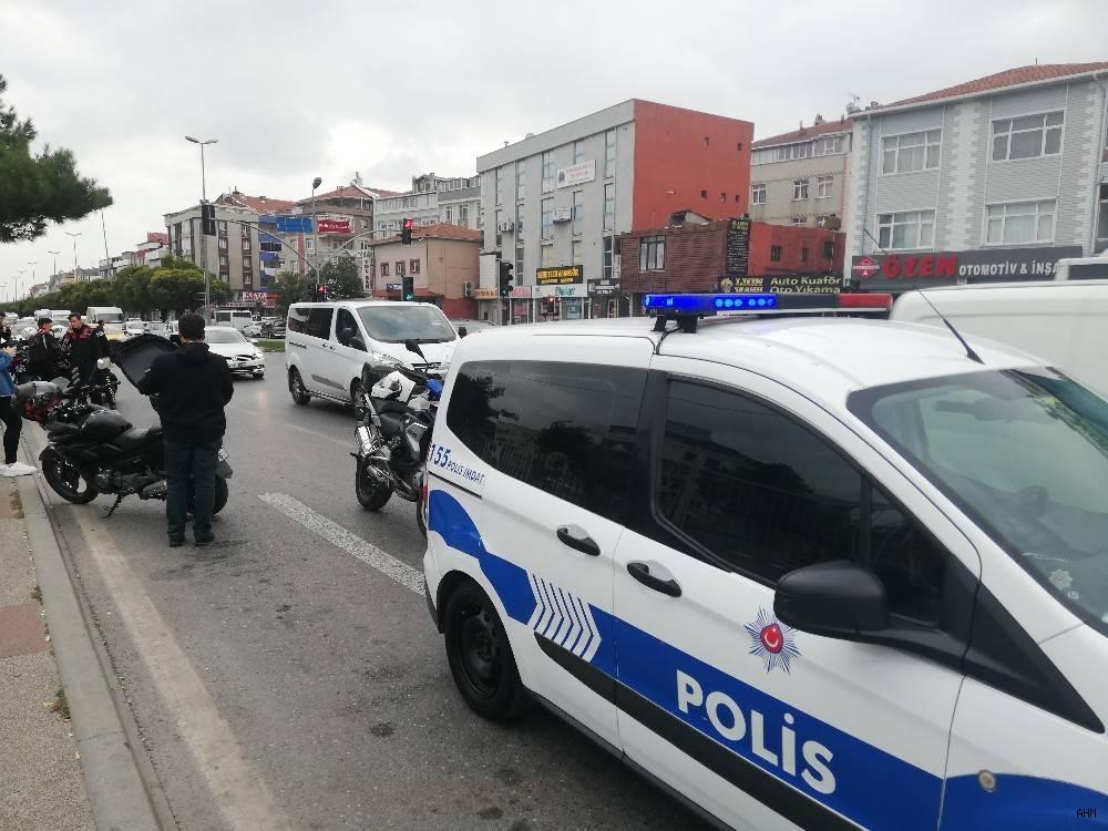 2019/10/avcilarda-trafik-kazasi-1-polis-yarali-20191022AW83-1.jpg