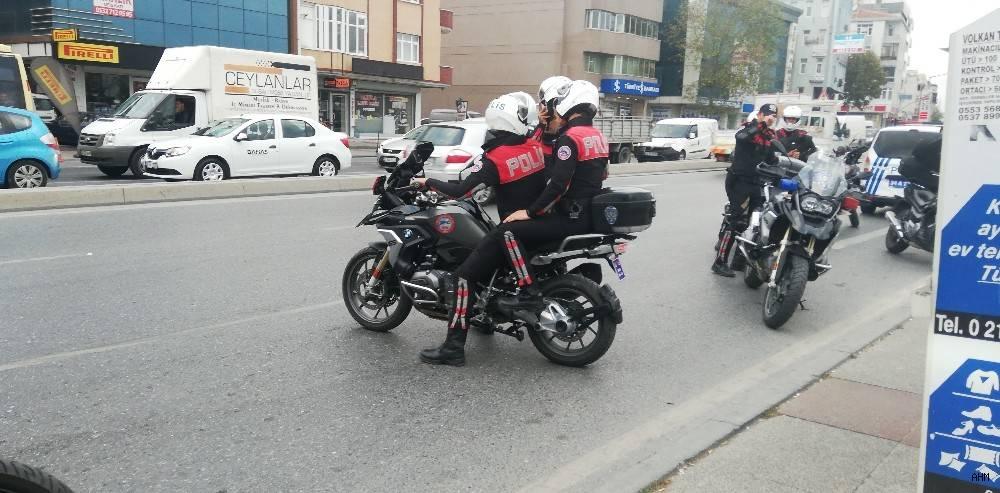 2019/10/avcilarda-trafik-kazasi-1-polis-yarali-20191022AW83-3.jpg
