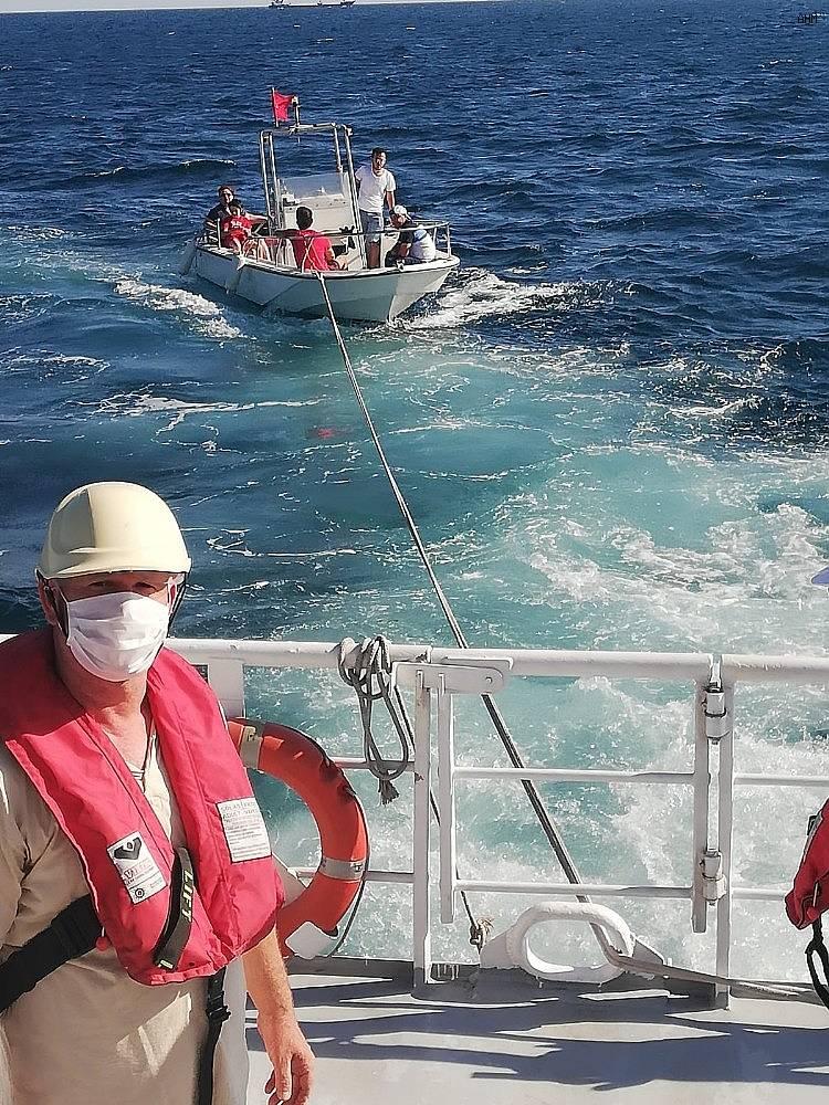 2020/07/ambarli-aciklarinda-suruklenen-tekne-marinaya-cekildi-20200712AW06-1.jpg