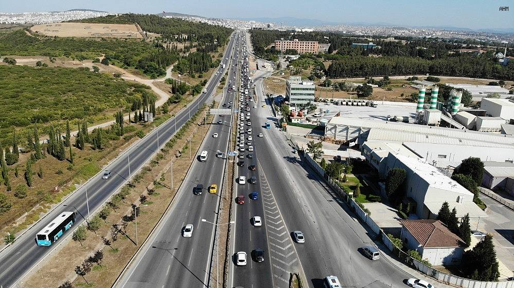 2020/07/istanbul-cikisinda-bayram-oncesi-trafik-yogunlugu-basladi-20200729AW07-1.jpg