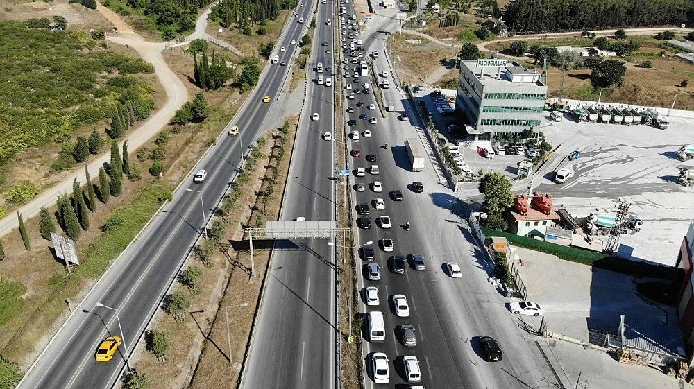 2020/07/istanbul-cikisinda-bayram-oncesi-trafik-yogunlugu-basladi-20200729AW07-2.jpg