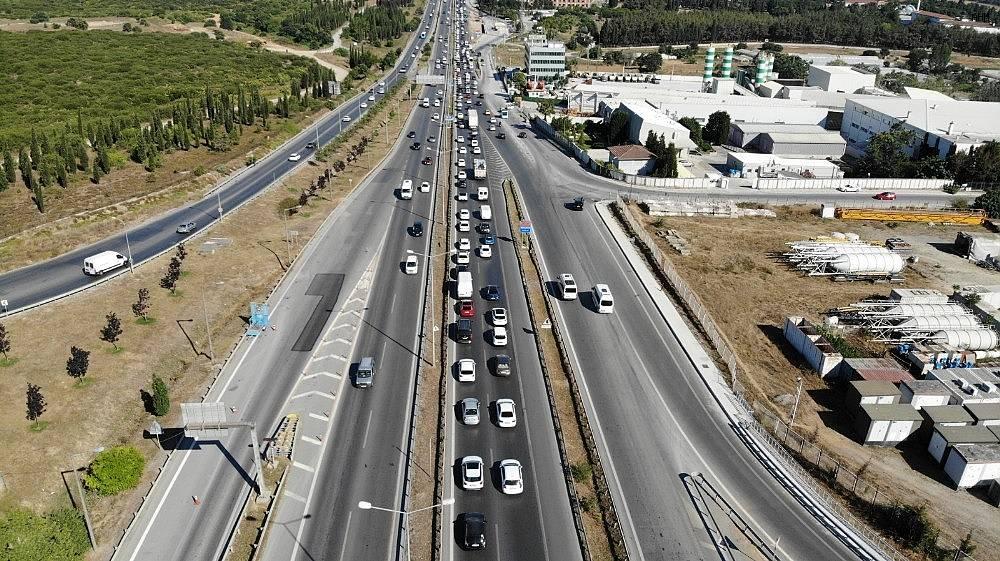 2020/07/istanbul-cikisinda-bayram-oncesi-trafik-yogunlugu-basladi-20200729AW07-3.jpg