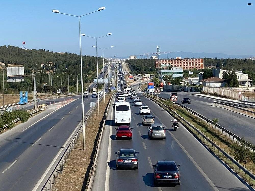2020/07/istanbul-cikisinda-bayram-oncesi-trafik-yogunlugu-basladi-20200729AW07-5.jpg