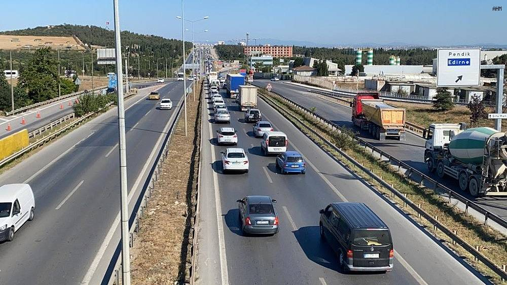 2020/07/istanbul-cikisinda-bayram-oncesi-trafik-yogunlugu-basladi-20200729AW07-6.jpg