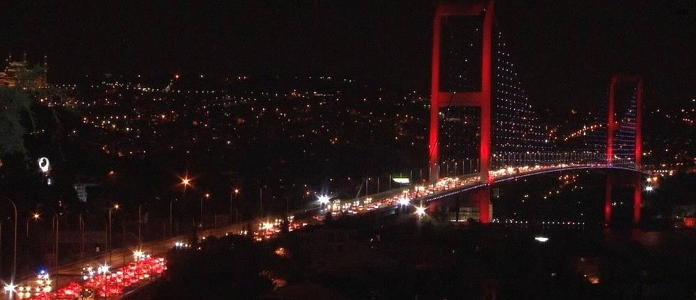 2020/07/istanbulda-bayram-trafigi-gece-saatlerinde-de-suruyor-20200730AW07-2.jpg
