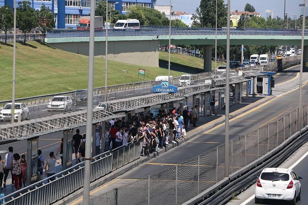 2020/07/metrobuste-bayram-arifesinde-korkutan-manzara-20200730AW07-4.jpg