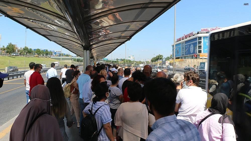 2020/07/metrobuste-bayram-arifesinde-korkutan-manzara-20200730AW07-5.jpg