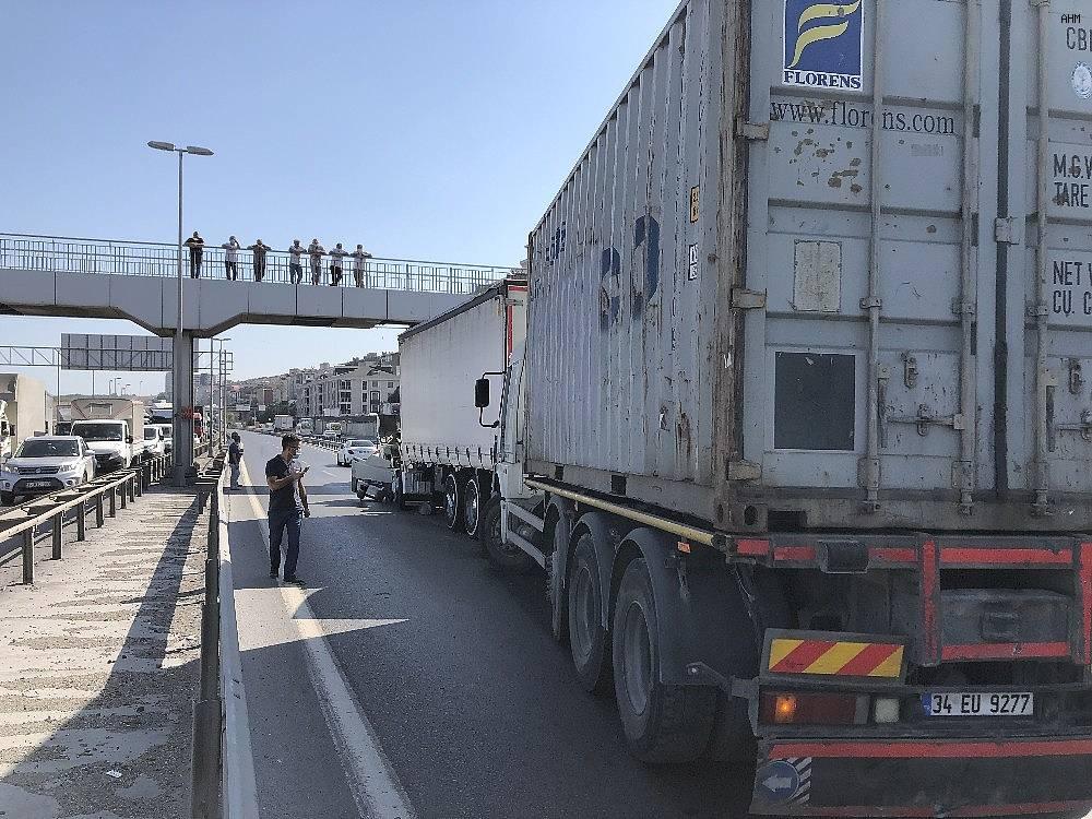 2020/09/istanbulda-feci-kaza-yol-trafige-kapatildi-bolgeye-ambulans-ve-polis-ekipleri-sevk-edildi-20200915AW11-3.jpg