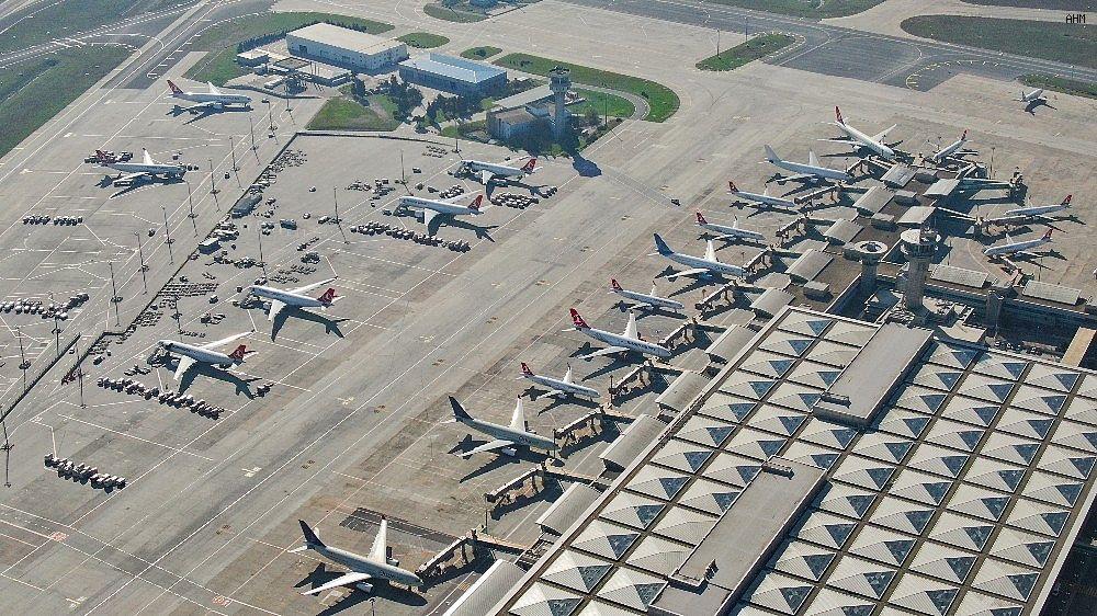 2021/03/ataturk-havalimaninda-onlarca-ucak-yolcularini-bekliyor-20210301AW25-11.jpg