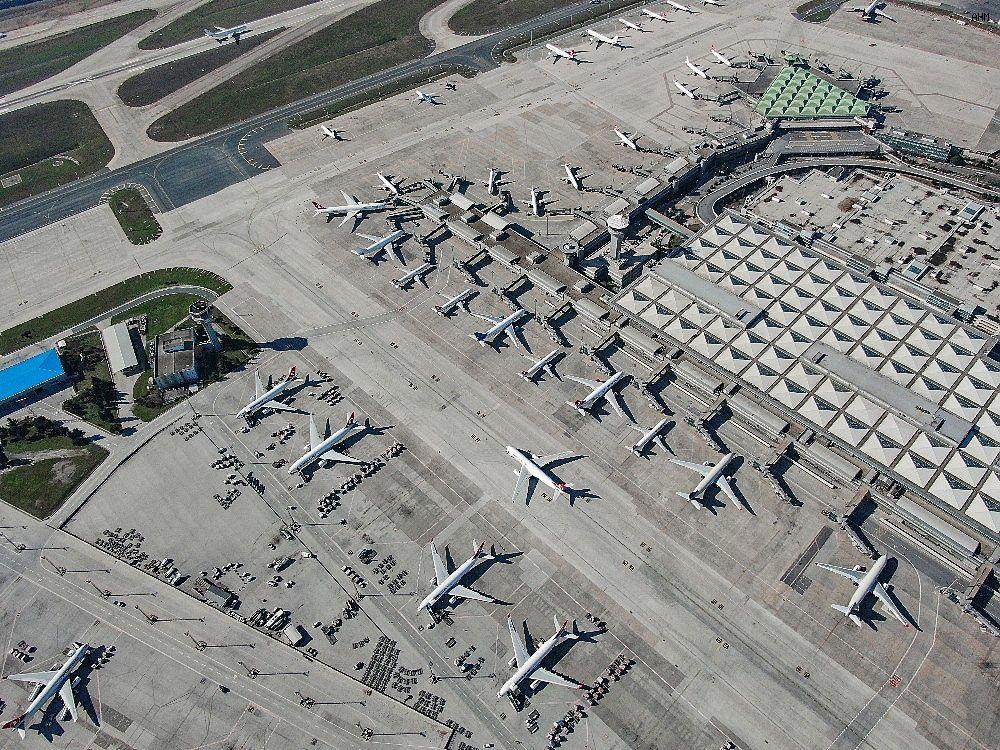 2021/03/ataturk-havalimaninda-onlarca-ucak-yolcularini-bekliyor-20210301AW25-5.jpg