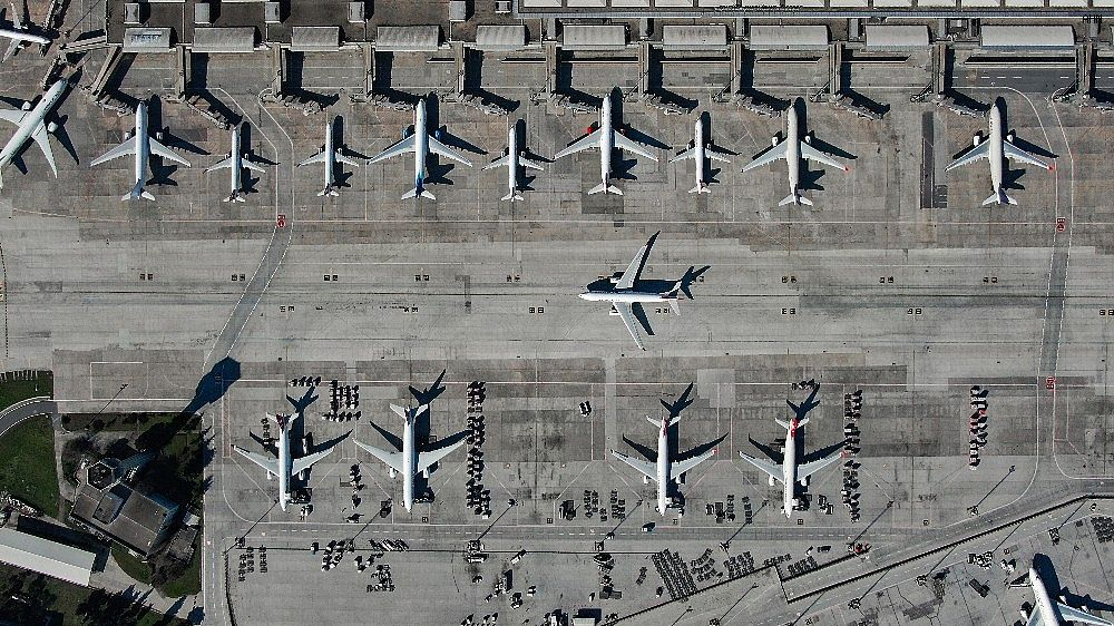 2021/03/ataturk-havalimaninda-onlarca-ucak-yolcularini-bekliyor-20210301AW25-6.jpg