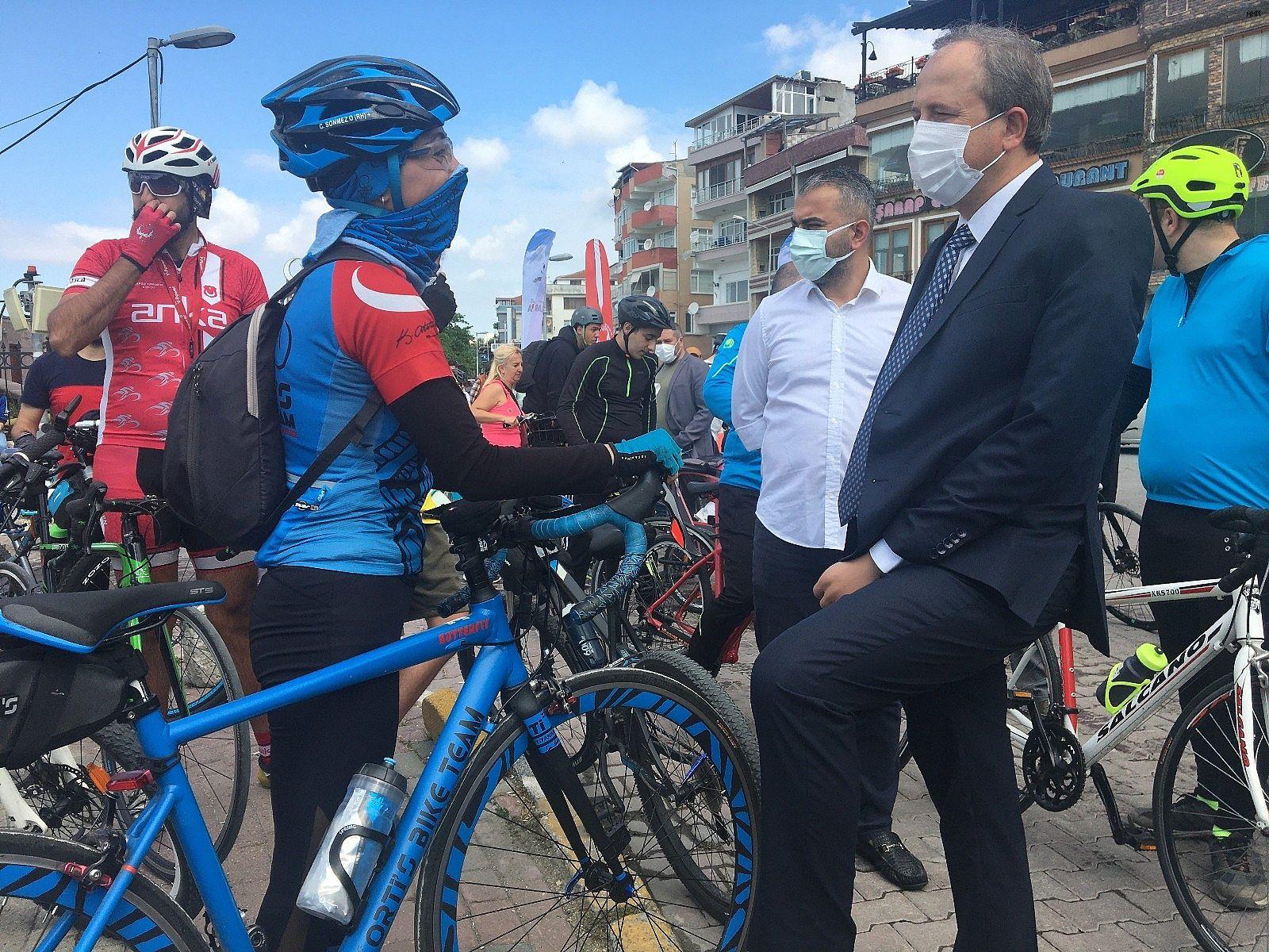 2021/06/avcilarda-bisikletseverler-dunya-bisiklet-gunu-icin-pedal-cevirdi-20210603AW33-2.jpg
