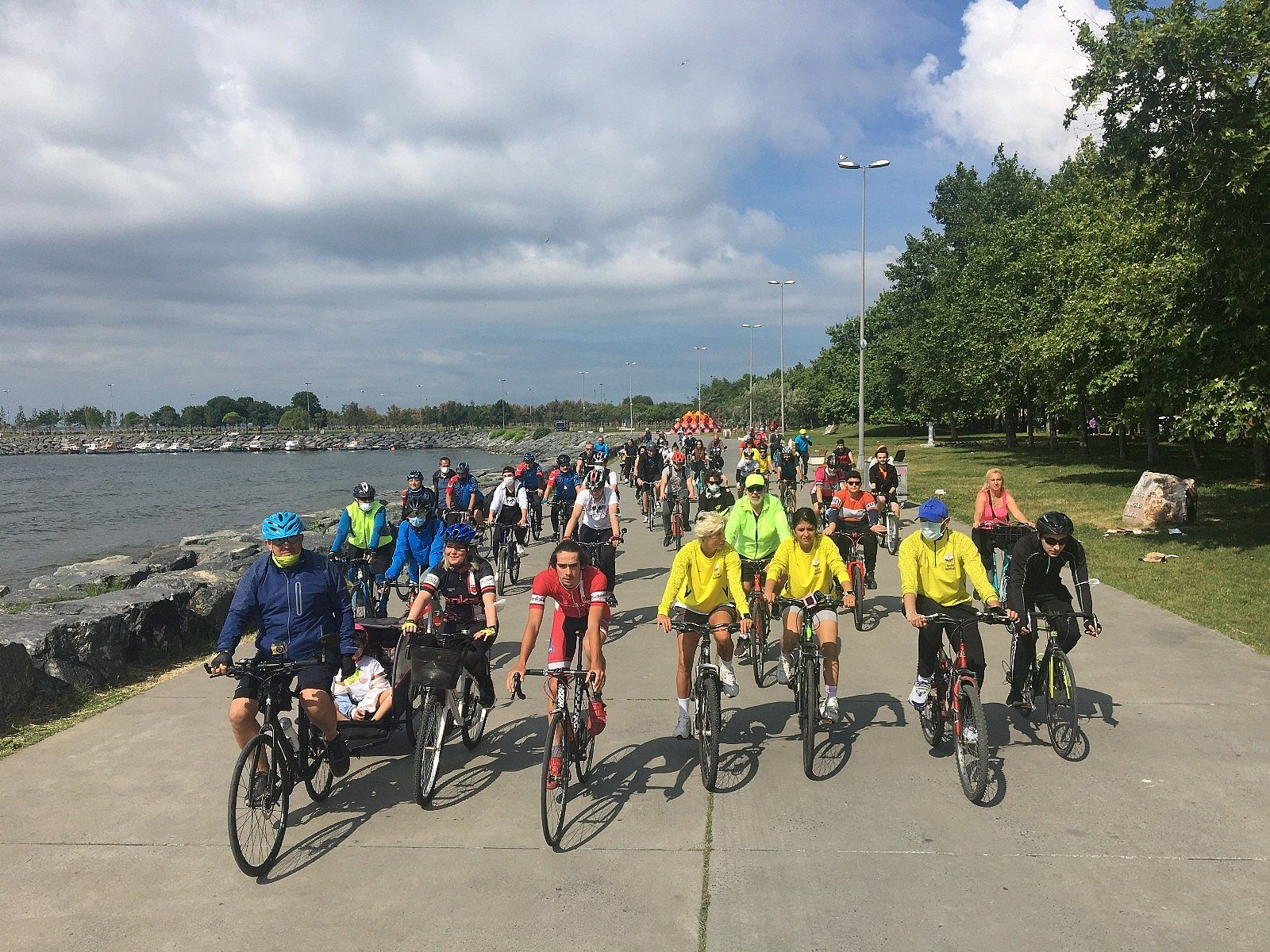 2021/06/avcilarda-bisikletseverler-dunya-bisiklet-gunu-icin-pedal-cevirdi-20210603AW33-4.jpg