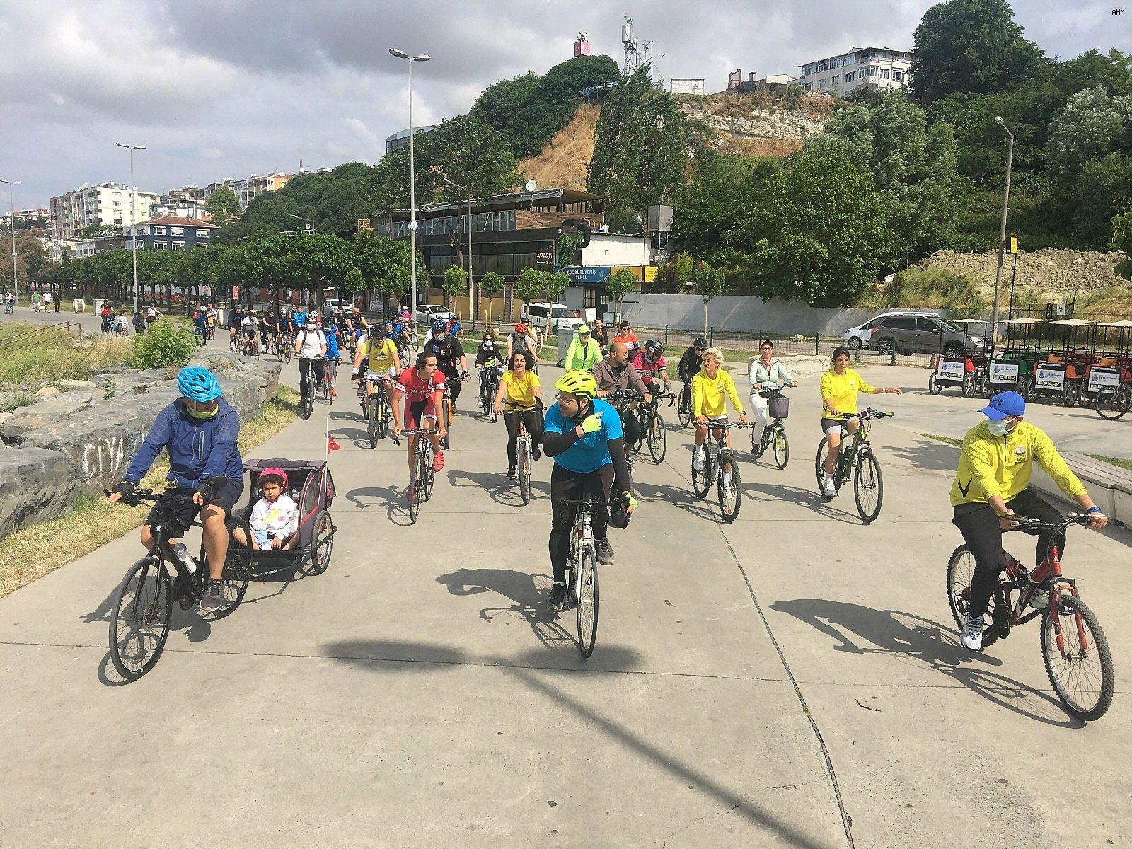 2021/06/avcilarda-bisikletseverler-dunya-bisiklet-gunu-icin-pedal-cevirdi-20210603AW33-5.jpg