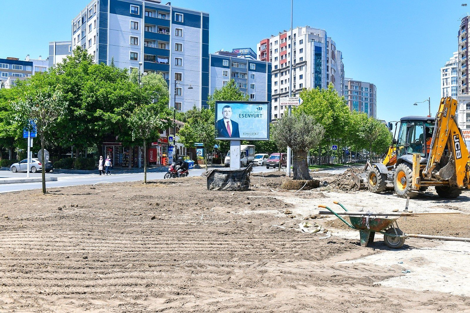 2021/06/esenyurt-belediyesi-ilceye-yuz-yillik-zeytin-agaclari-dikti-20210610AW34-2.jpg