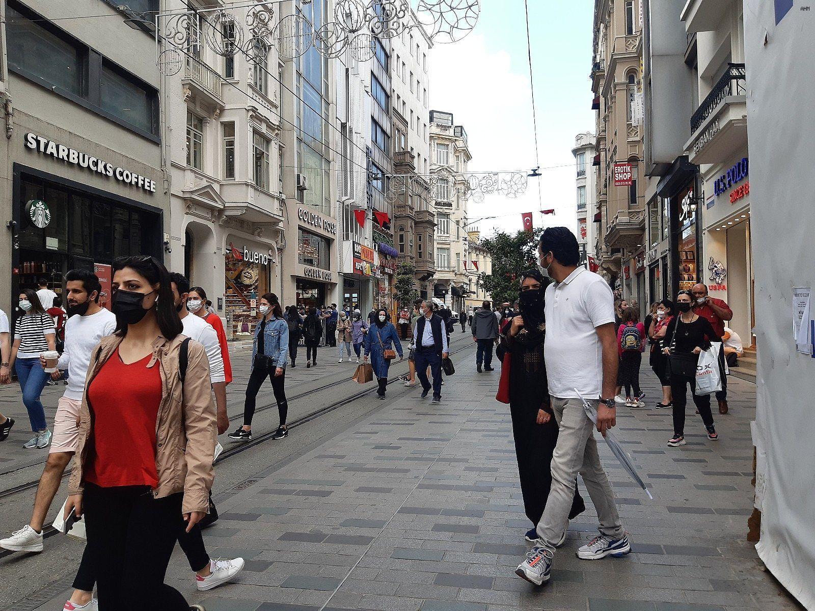 2021/06/istiklal-caddesinde-kisitlamasiz-ilk-cumartesi-yogunlugu-20210605AW33-1.jpg