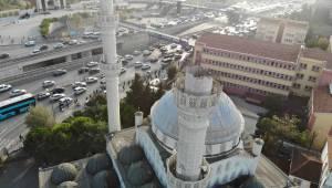 Avcılar'da Bir Kısmı Yıkılan Minarenin En Kazı Kaldırıldı
