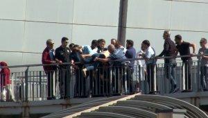 Beylikdüzü metrobüs köprüsünde intihar girişimi
