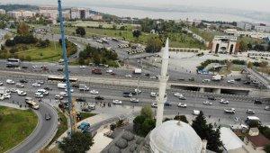 5.8'lik depremde yıkılan minarenin ikizi sökülmeye devam ediyor