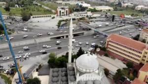 Avcılar'da Minaresi Yıkılan Caminin Diğer Minaresinin de Sökümüne Başlandı