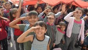 Avcılar'daki Öğrencilerden Mehmetçiğe Asker Selamı