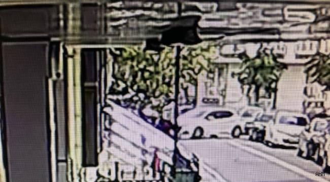 Avcılar'da Evin Duvarına Çarpan Sürücü