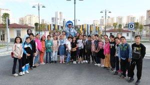 Başakşehirli çocuklar trafik kurallarını öğreniyor