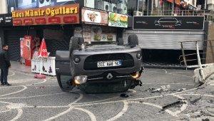 Beylikdüzü'nde iki aracın karıştığı kaza anı kamerada