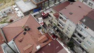 Sultangazi'de dubleks dairenin çatısı alev alev yandı