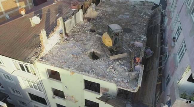 6 Katlı Binanın Tepesine Çıkardılar...