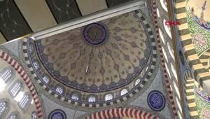 Avcılar'daki yıkılacak caminin eşyaları yapımı süren camiye taşındı