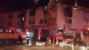 Tuzla'da sünger ve koltuk kılıfı imalathanesi alev alev yandı