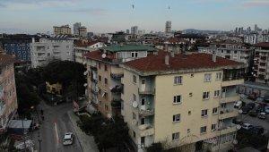 İstanbul'da balkonları çöken bina havadan görüntülendi