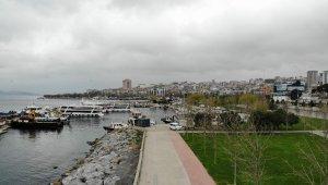Korona virüs nedeniyle boş kalan Caddebostan Sahili havadan görüntülendi