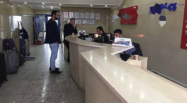 Seyahat izin belgesini alan otogara koşuyor