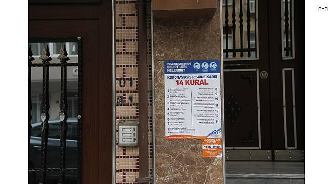 Sultangazi'de apartman girişlerine korona virüs bilgilendirmesi
