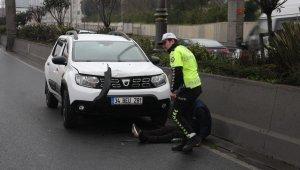 Yolun karşısına geçmeye çalışan bir kişiye otomobil çarptı