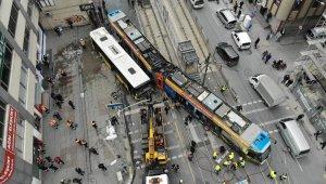 İstanbul'da tramvay İETT otobüsüne çarptı