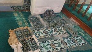 18. yüzyıldan kalma çalıntı çiniler tarihi camiye teslim edildi