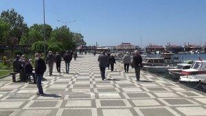 65 yaş üstü vatandaşlar sahile akın etti