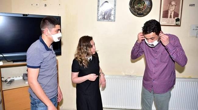Avcılar Belediyesi işitme engelliler için özel maske üretiyor