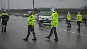 Avcılar E-5 Karayolu'nda kısıtlamayı delen sürücülere ceza kesildi