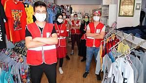 Avcılar Kızılay bayram öncesi yetim ve fakir çocukları giydirdi