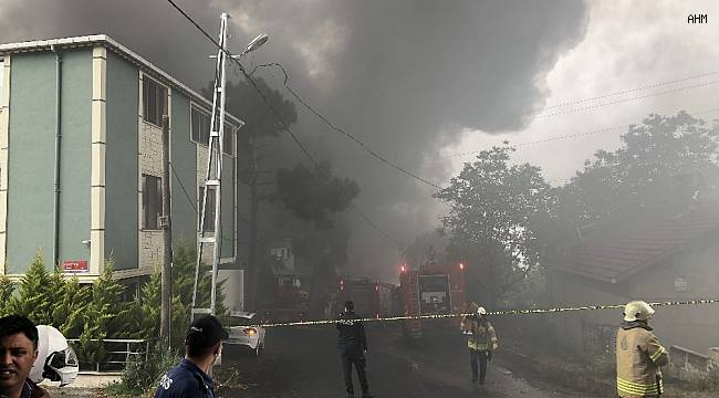 Avcılar'da plastik fabrikası alev alev yanıyor