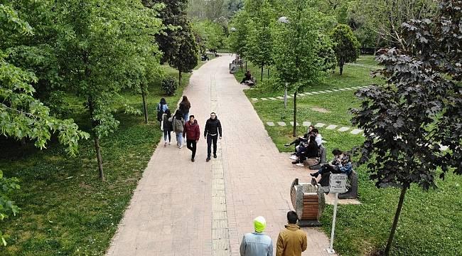 Sokağa çıkan gençler Maçka Parkı'nda buluştu