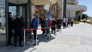 Ziyaretçiler alışveriş merkezlerinin yeni dönemine hızlı alıştı