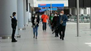 ABD'deki 295 Türk vatandaşı intikal uçuşuyla yurda getirildi