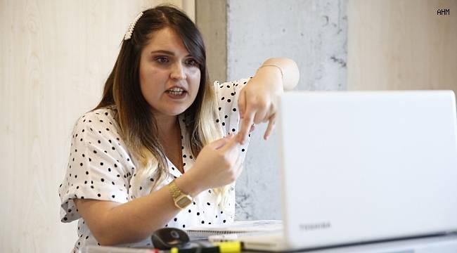 Başakşehir Belediyesi'nden online işaret dili eğitimi