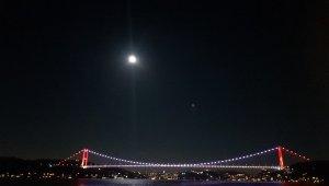 İstanbul'daki dolunay manzarası göz kamaştırdı